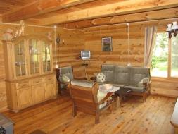 Mažesnio rąstinio namo vidaus patalpa